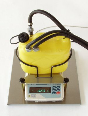 Precision balance for 5 l fuel container